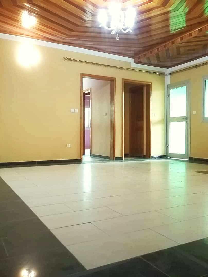 Appartement à louer - Yaoundé, Nkolbisson, Carrefour - 1 salon(s), 2 chambre(s), 3 salle(s) de bains - 150 000 FCFA / mois