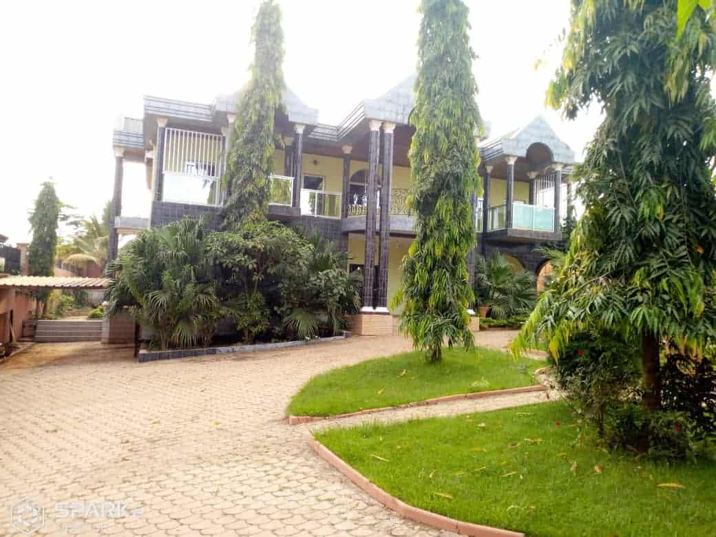 House (Villa) for sale - Yaoundé, Biteng, maison à vendre à Yaoundé biteng - 1 living room(s), 4 bedroom(s), 3 bathroom(s) - 200 000 000 FCFA / month