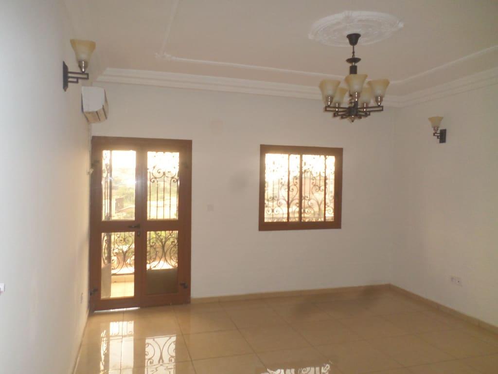 Apartment to rent - Yaoundé, Quartier Fouda,  - 1 living room(s), 2 bedroom(s), 2 bathroom(s) - 320 000 FCFA / month