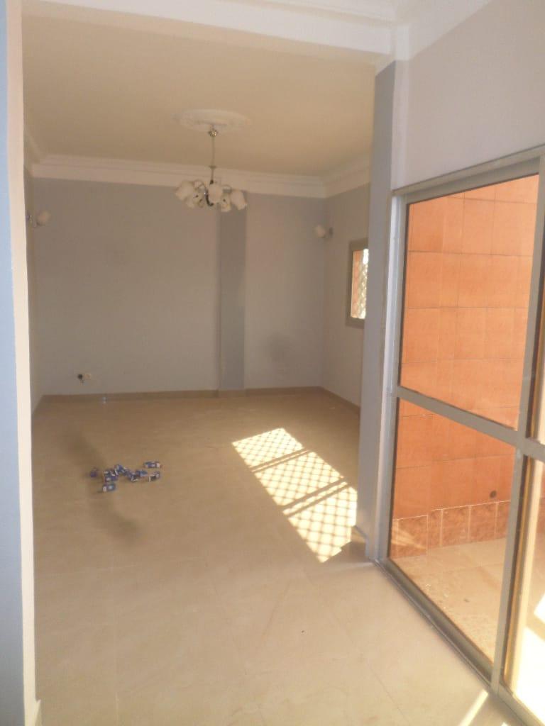 Bureau à louer à Yaoundé, Ekié,  - 90 m2 - 150 000 FCFA
