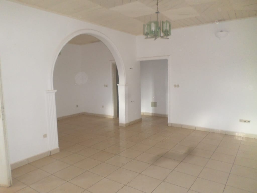 Apartment to rent - Yaoundé, Mvan, tropicana - 1 living room(s), 3 bedroom(s), 2 bathroom(s) - 250 000 FCFA / month
