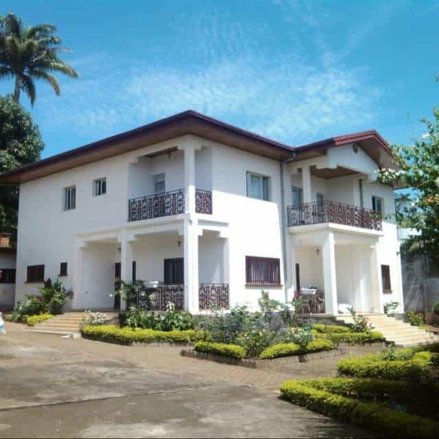 Maison (Villa) à vendre - Yaoundé, Santa Barbara, Duplex à vendre Yaoundé Santa Barbara - 1 salon(s), 4 chambre(s), 3 salle(s) de bains - 320 000 000 FCFA
