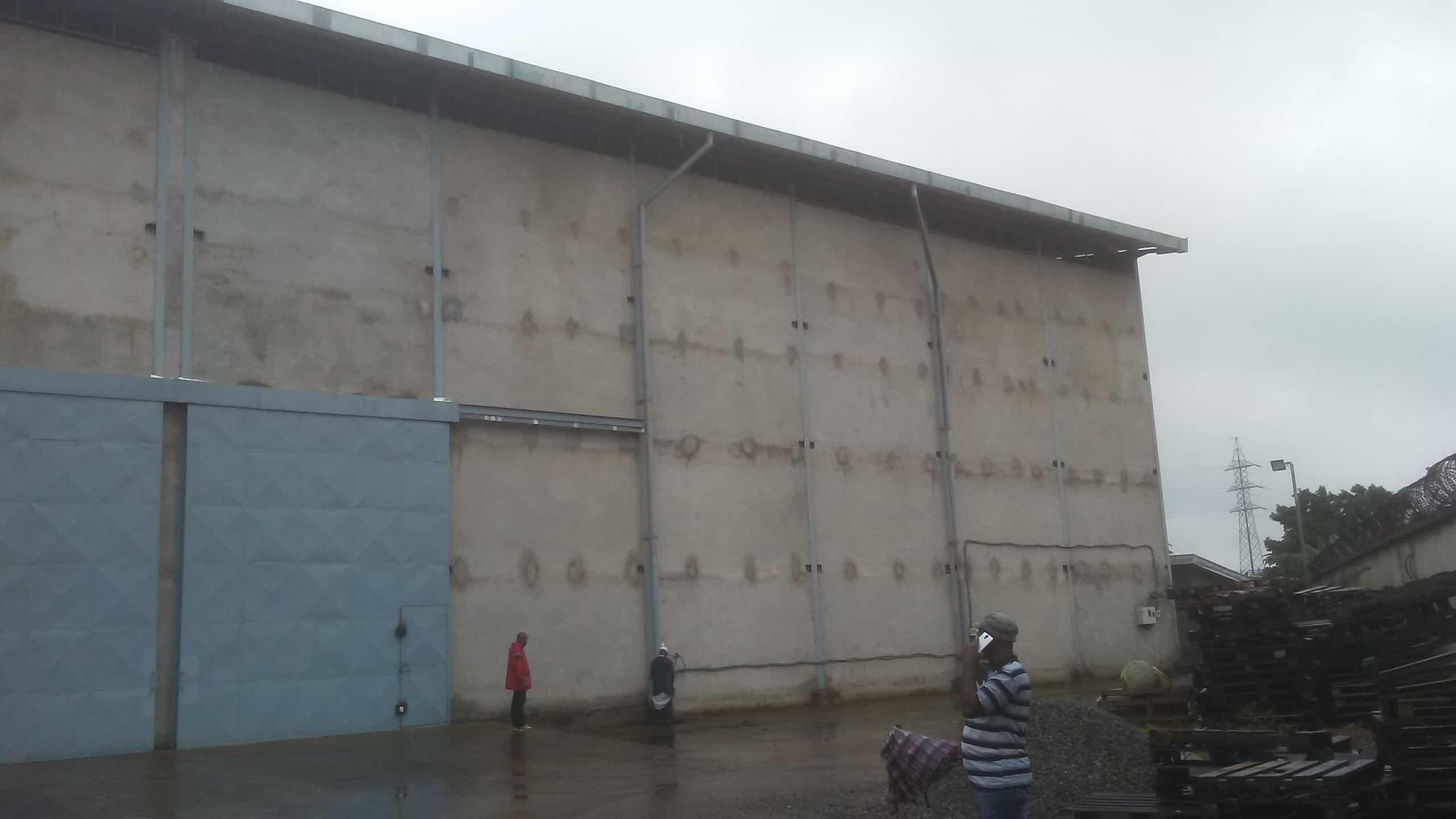 Store to rent at Douala, Bassa, Ndokoti - 800 m2 - 2 650 000 FCFA