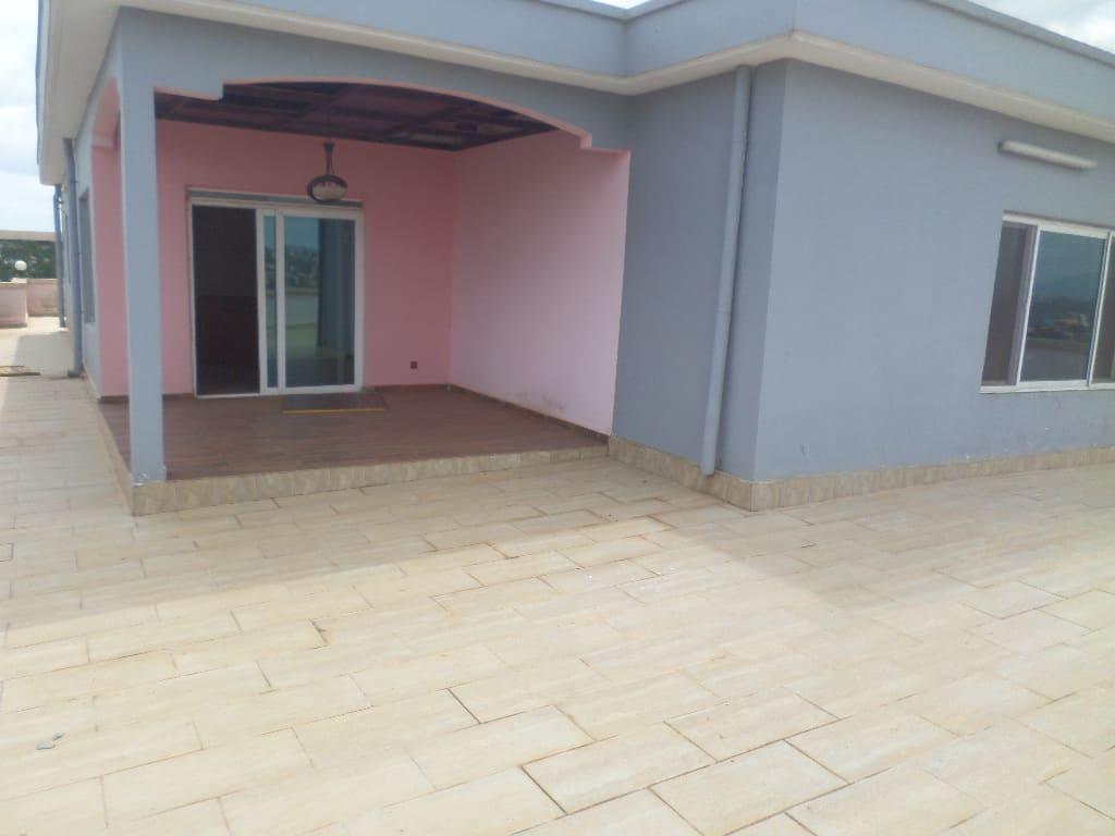 Apartment to rent - Yaoundé, Ekoumdoum,  - 1 living room(s), 4 bedroom(s), 4 bathroom(s) - 500 000 FCFA / month