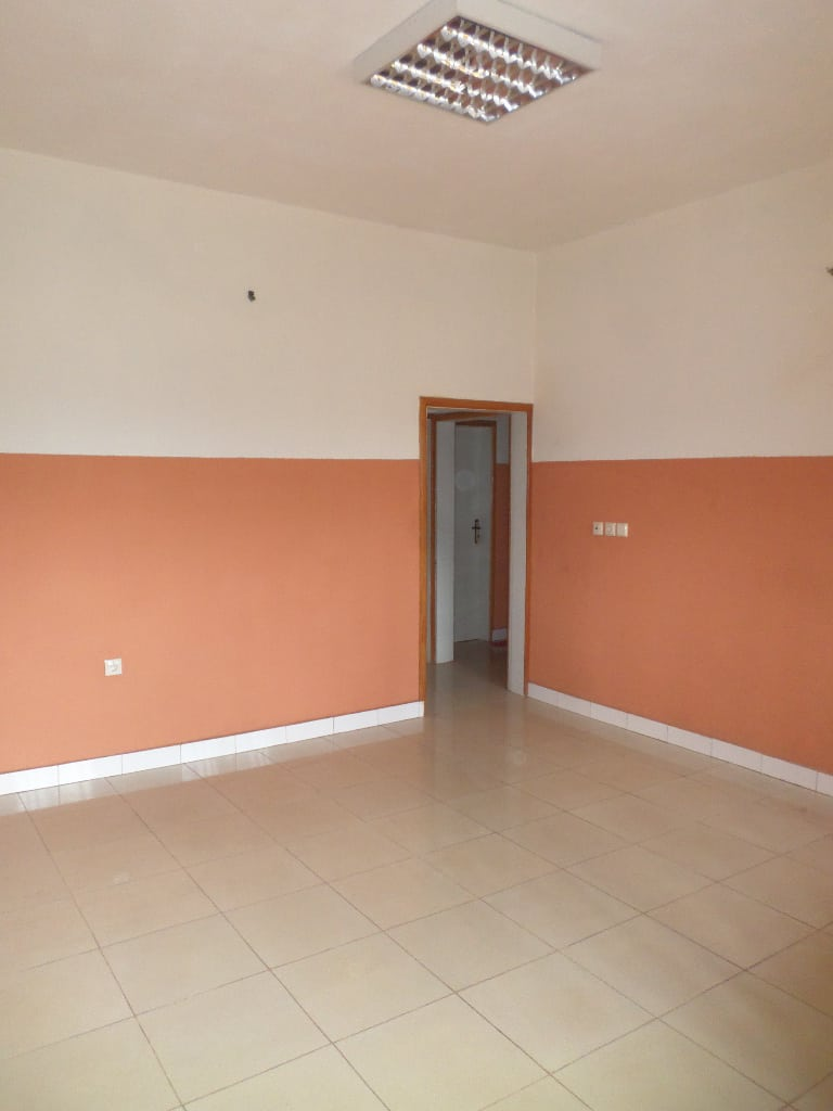 Office to rent at Yaoundé, Mbankolo,  - 100 m2 - 200 000 FCFA