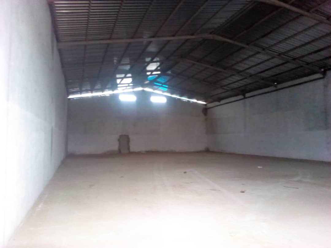 Store to rent at Douala, Bonaberi, Bonaberi zone Industrielle - 2000 m2 - 3 000 000 FCFA