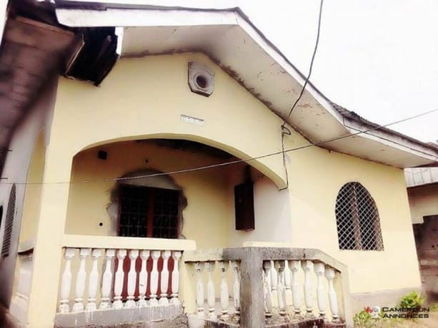 Maison (Villa) à vendre - Douala, Logbessou I, sodikombo - 2 salon(s), 4 chambre(s), 3 salle(s) de bains - 21 000 000 FCFA