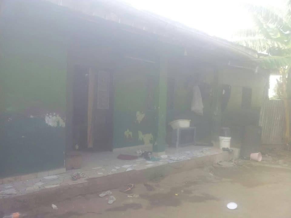 Maison (Villa) à vendre - Douala, Logbaba, au stade - 1 salon(s), 3 chambre(s), 2 salle(s) de bains - 13 000 000 FCFA