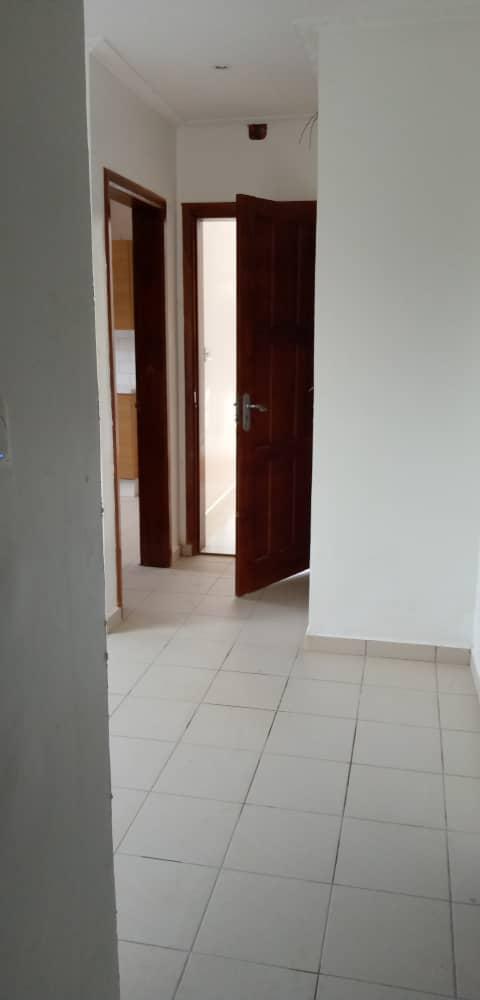 Maison (Villa) à louer - Douala, Logpom, Après andem - 1 salon(s), 3 chambre(s), 3 salle(s) de bains - 250 000 FCFA / mois