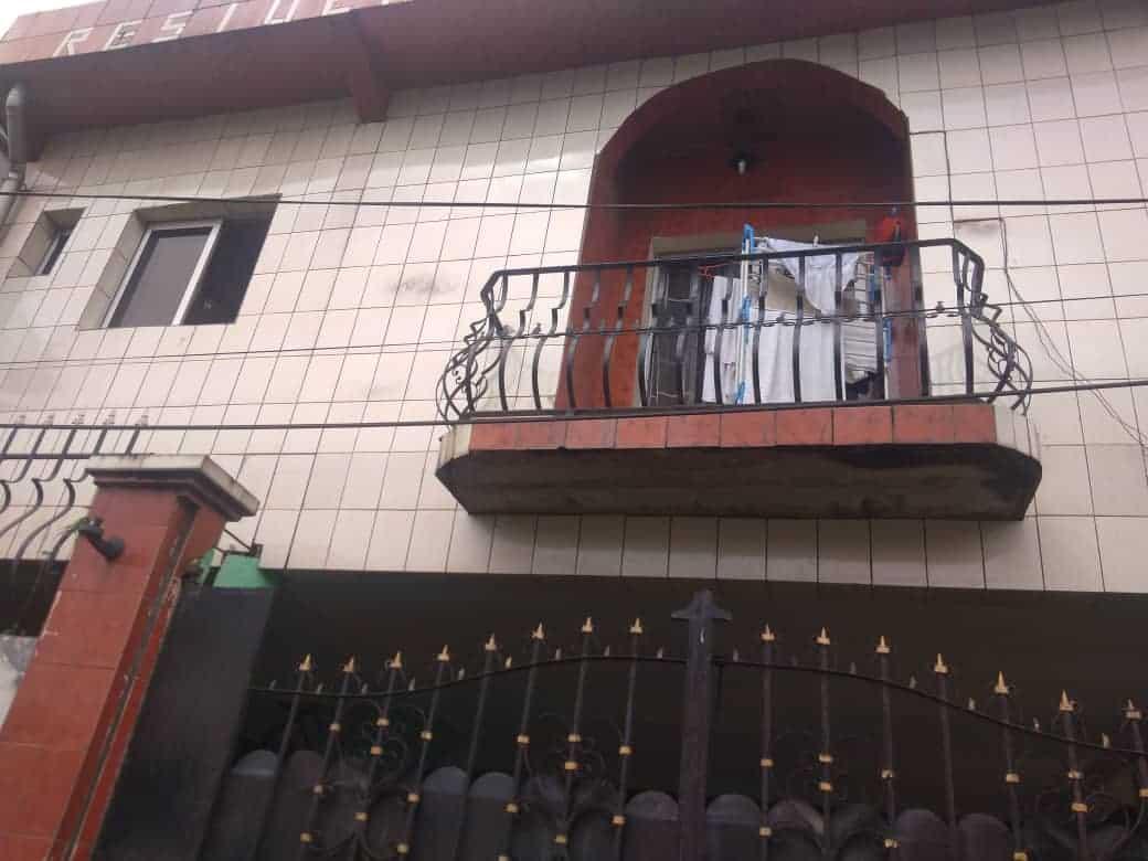 Maison (Villa) à vendre - Douala, Makepe, Ver BM - 1 salon(s), 4 chambre(s), 3 salle(s) de bains - 65 000 000 FCFA