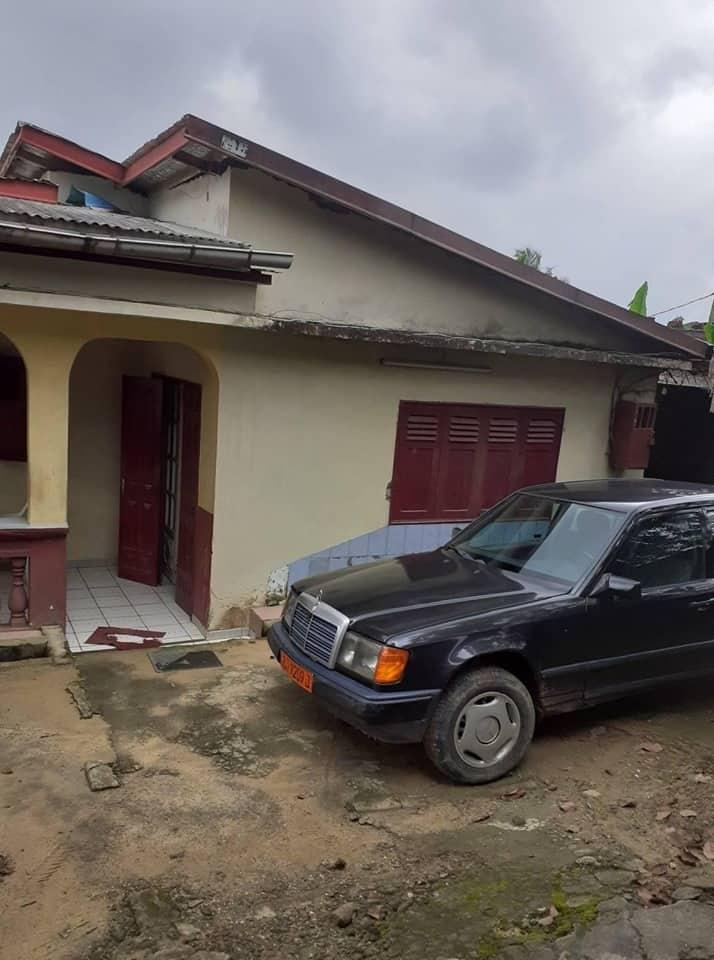 Maison (Villa) à vendre - Douala, PK 10, marche - 1 salon(s), 4 chambre(s), 3 salle(s) de bains - 27 000 000 FCFA