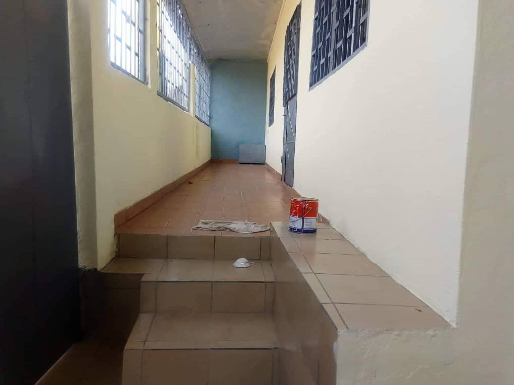 House (Villa) to rent - Douala, Oyak, Ver le lycée - 1 living room(s), 4 bedroom(s), 3 bathroom(s) - 150 000 FCFA / month