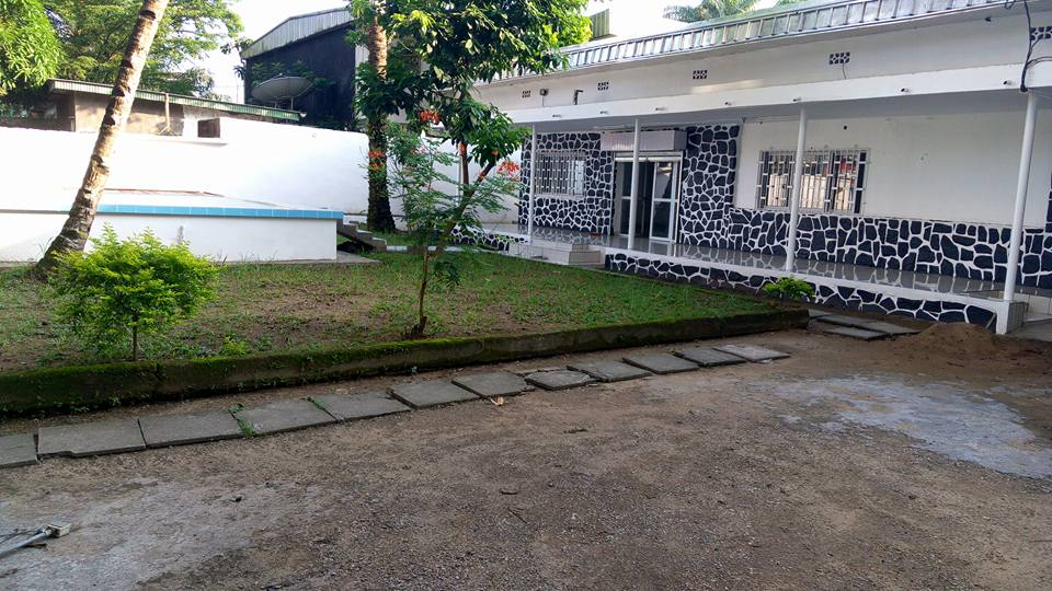 Maison (Villa) à louer - Douala, Bonapriso, Rue njo njo - 1 salon(s), 3 chambre(s), 2 salle(s) de bains - 1 400 000 FCFA / mois