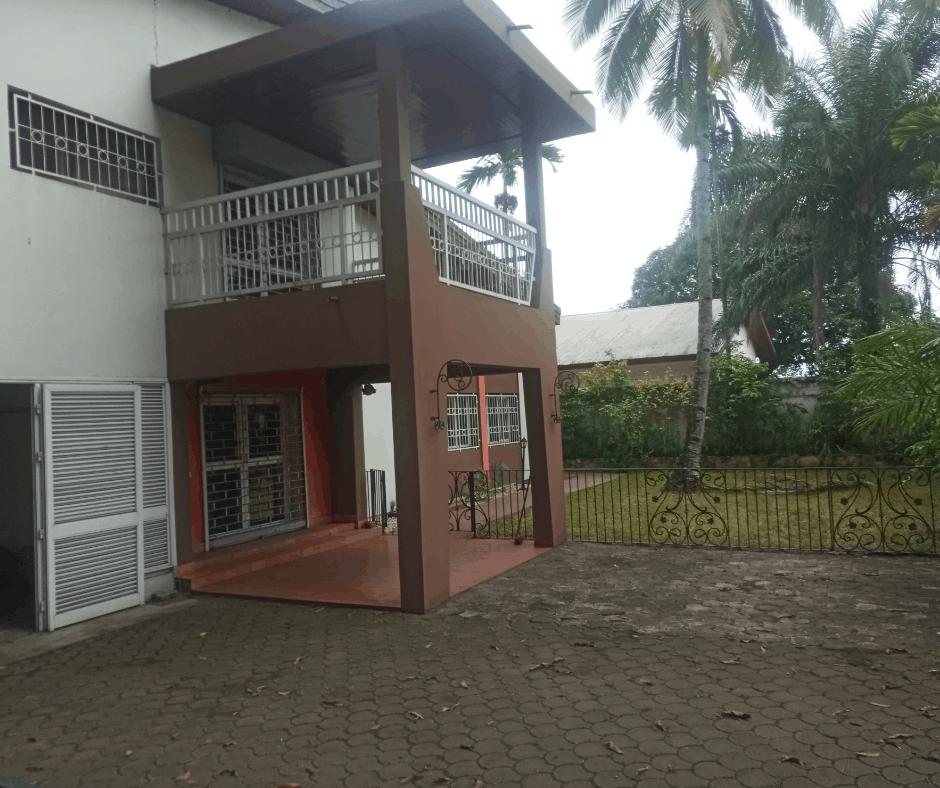Maison (Villa) à louer - Douala, Bonanjo, Eneo - 1 salon(s), 4 chambre(s), 3 salle(s) de bains - 1 400 000 FCFA / mois