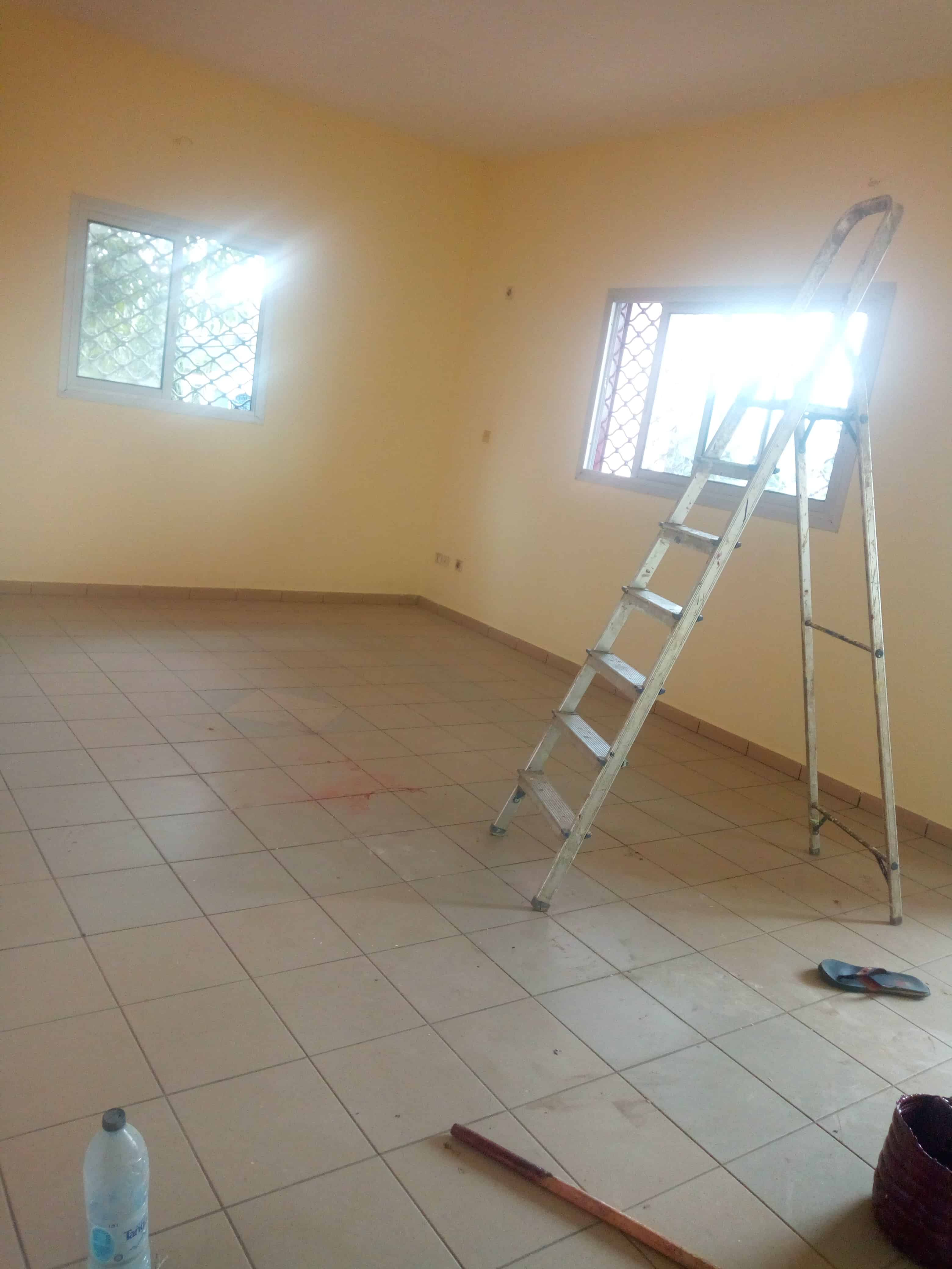 Apartment to rent - Douala, Makepe, Rond pauleng - 1 living room(s), 3 bedroom(s), 2 bathroom(s) - 150 000 FCFA / month