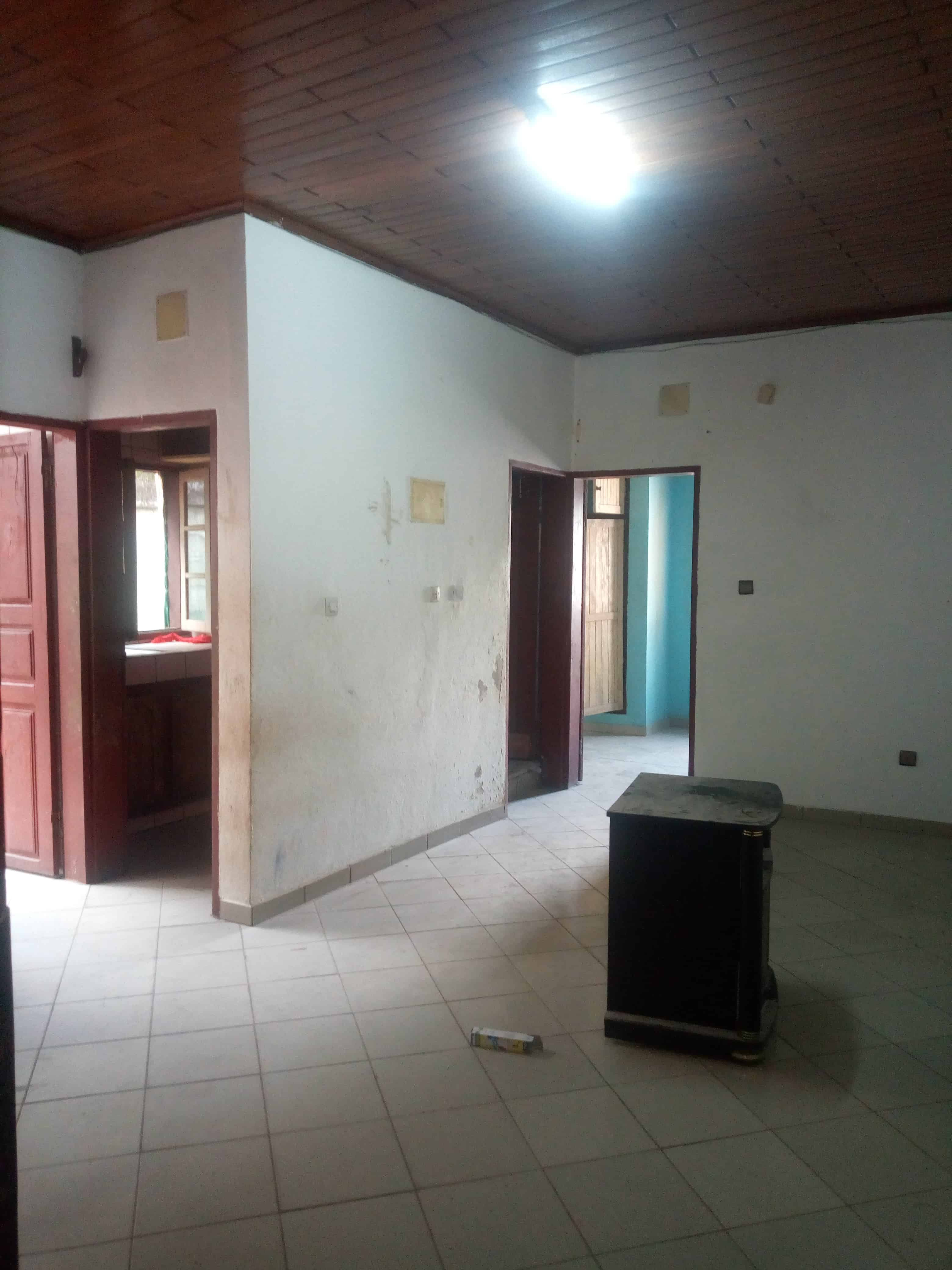 Apartment to rent - Douala, Makepe, Rond pauleng - 1 living room(s), 1 bedroom(s), 1 bathroom(s) - 70 000 FCFA / month