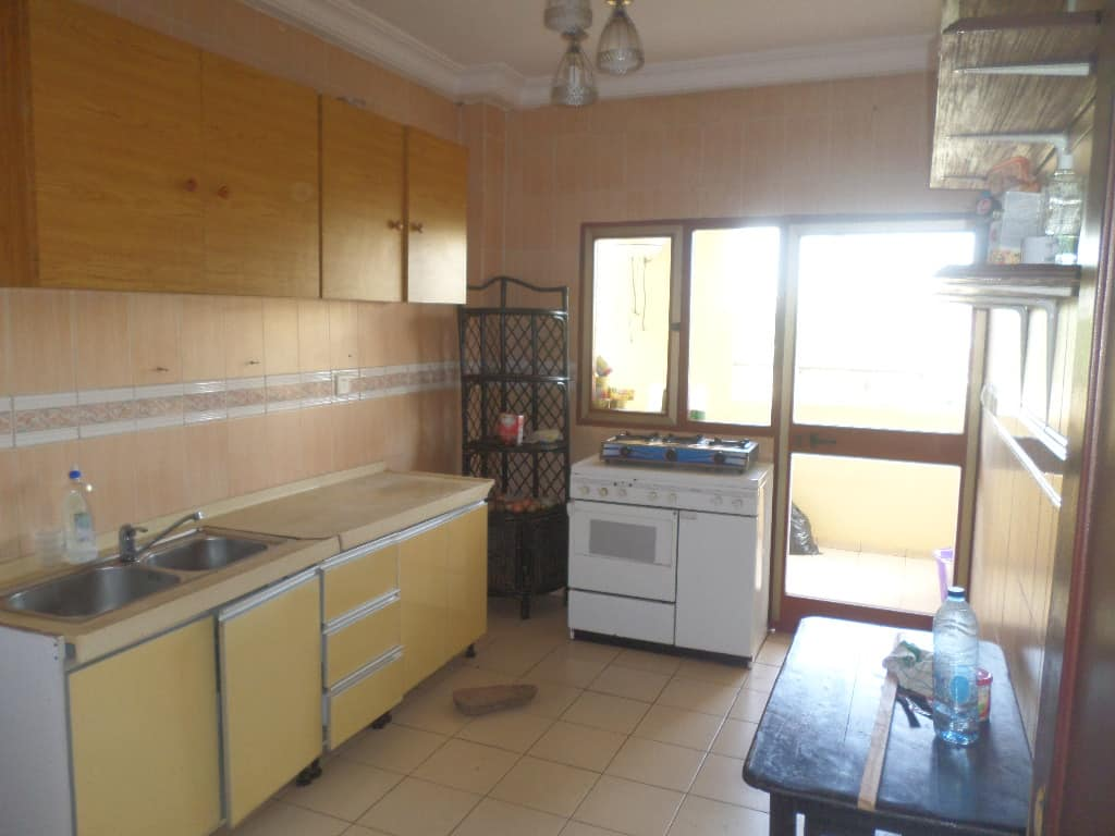 Apartment to rent - Yaoundé, Bastos, residence du nigeria - 1 living room(s), 3 bedroom(s), 3 bathroom(s) - 500 000 FCFA / month
