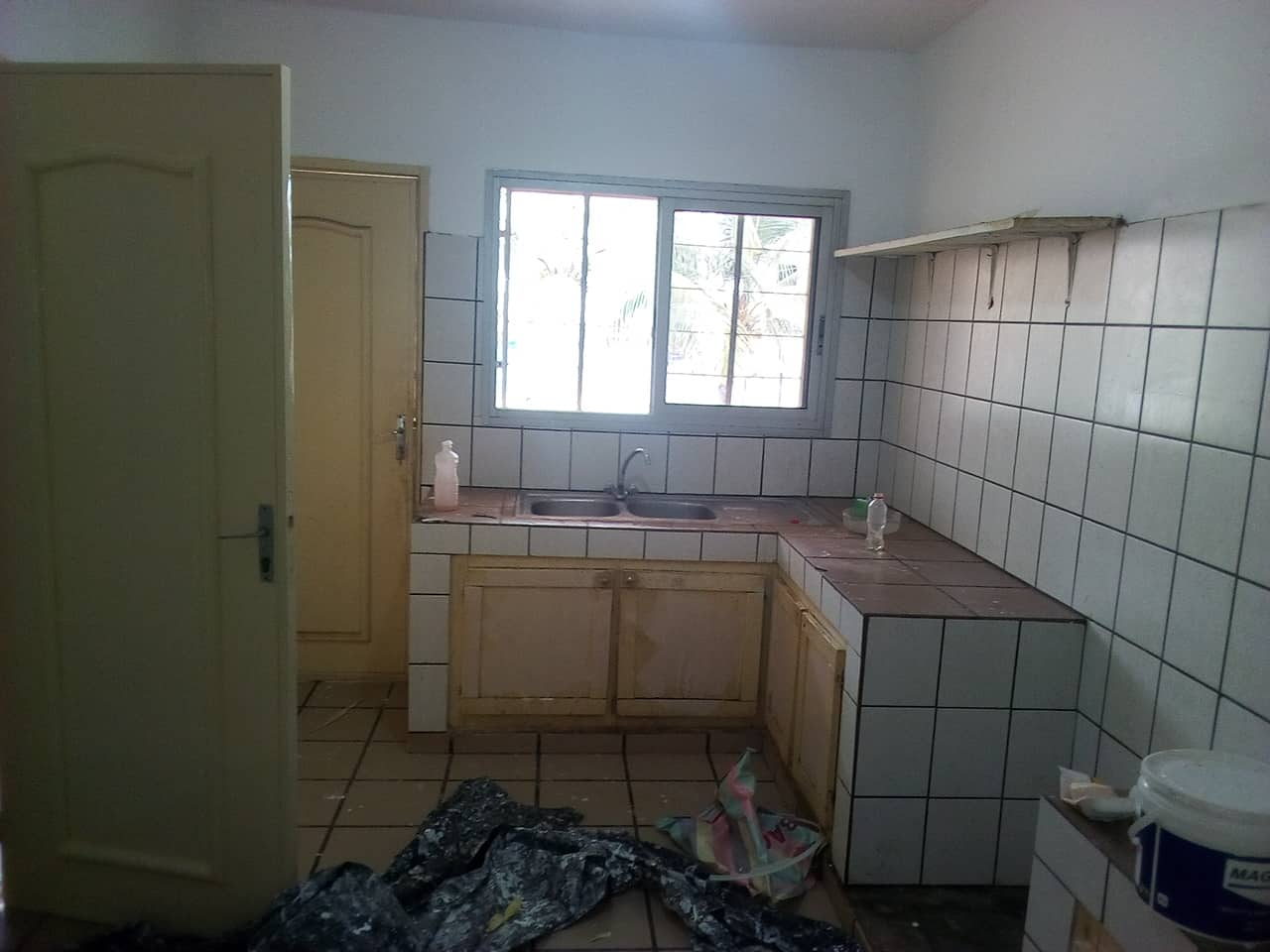 Appartement à louer - Yaoundé, Mfandena, avenue foe - 1 salon(s), 2 chambre(s), 2 salle(s) de bains - 250 000 FCFA / mois