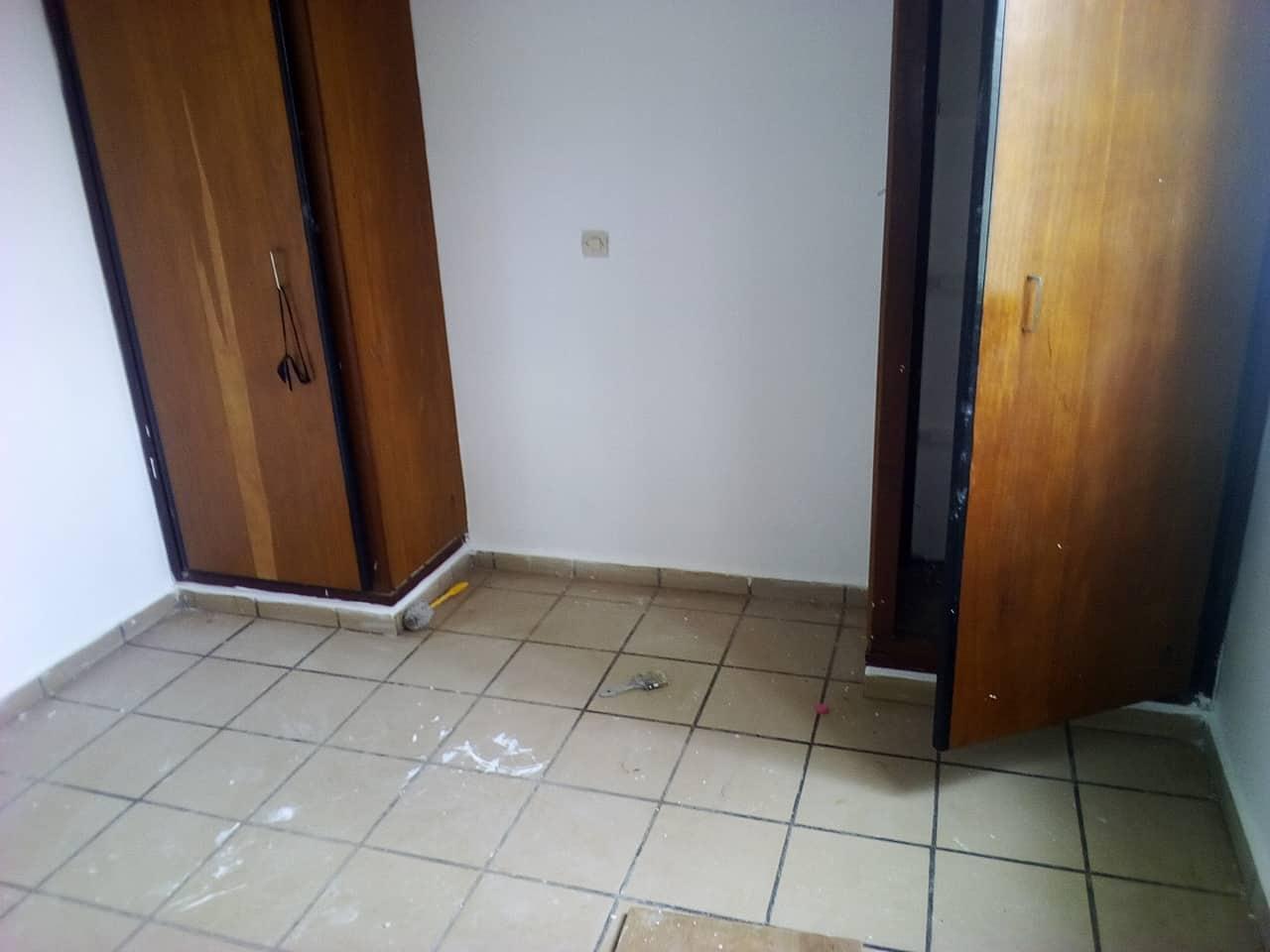 Apartment to rent - Yaoundé, Mfandena, avenue foe - 1 living room(s), 2 bedroom(s), 2 bathroom(s) - 250 000 FCFA / month