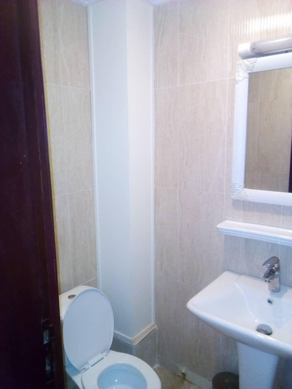 Apartment to rent - Yaoundé, Bastos, vers banque mondiale - 1 living room(s), 2 bedroom(s), 3 bathroom(s) - 1 500 000 FCFA / month
