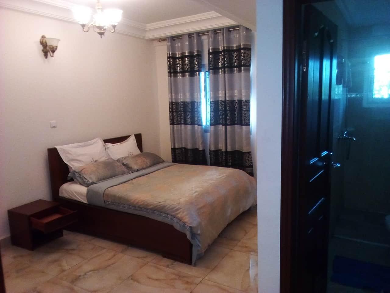 Appartement à louer - Yaoundé, Bastos, vers banque mondiale - 1 salon(s), 2 chambre(s), 3 salle(s) de bains - 1 500 000 FCFA / mois
