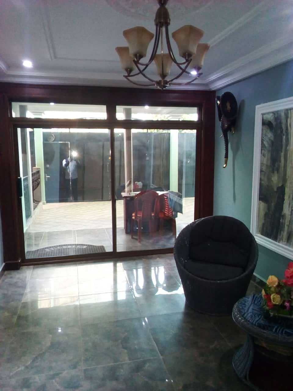 Apartment to rent - Yaoundé, Bastos, vers banque mondiale - 1 living room(s), 1 bedroom(s), 1 bathroom(s) - 1 200 000 FCFA / month