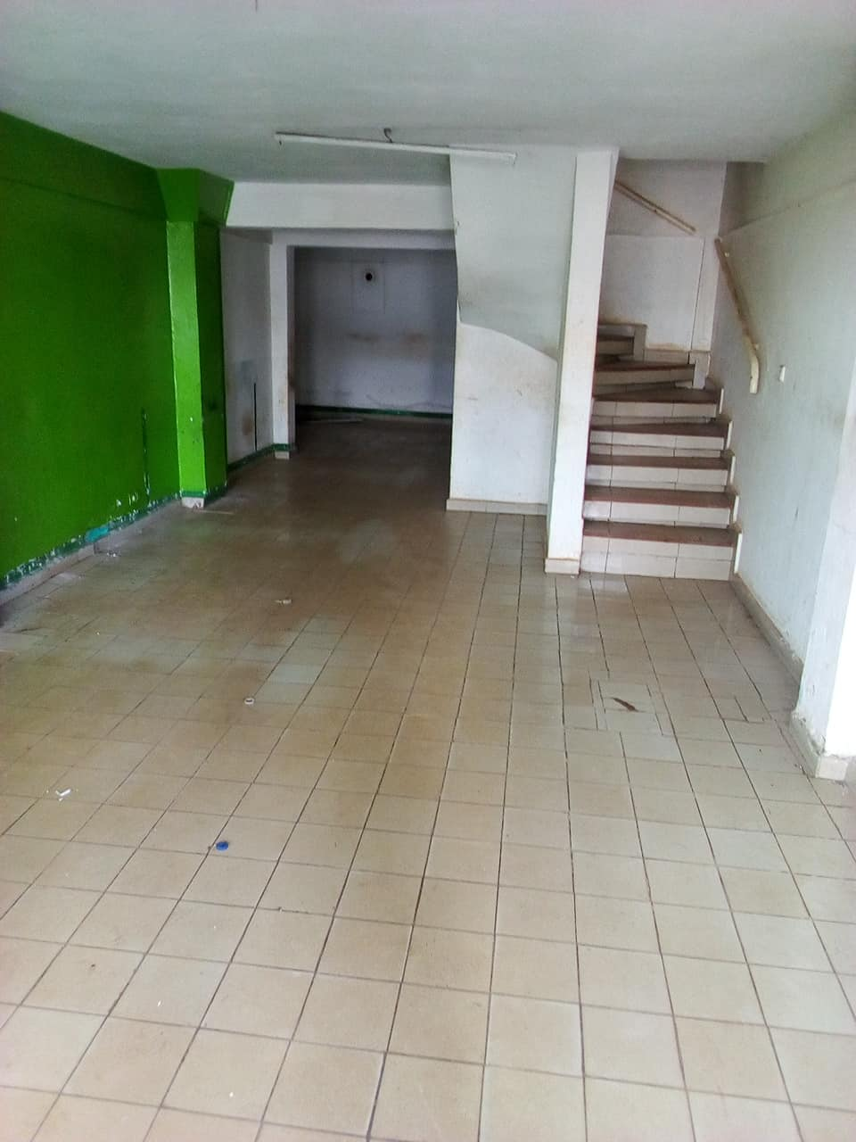 Shop to rent at Yaoundé, Tsinga, apres super marche max - 60 m2 - 350 000 FCFA