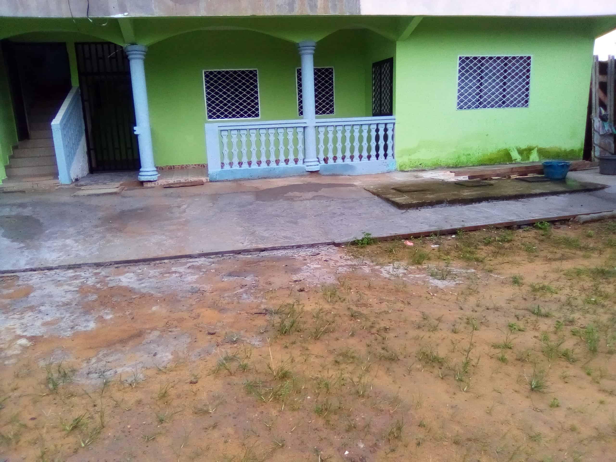 Maison (Villa) à louer - Douala, Makepe, MAKEPE - 1 salon(s), 3 chambre(s), 2 salle(s) de bains - 120 000 FCFA / mois