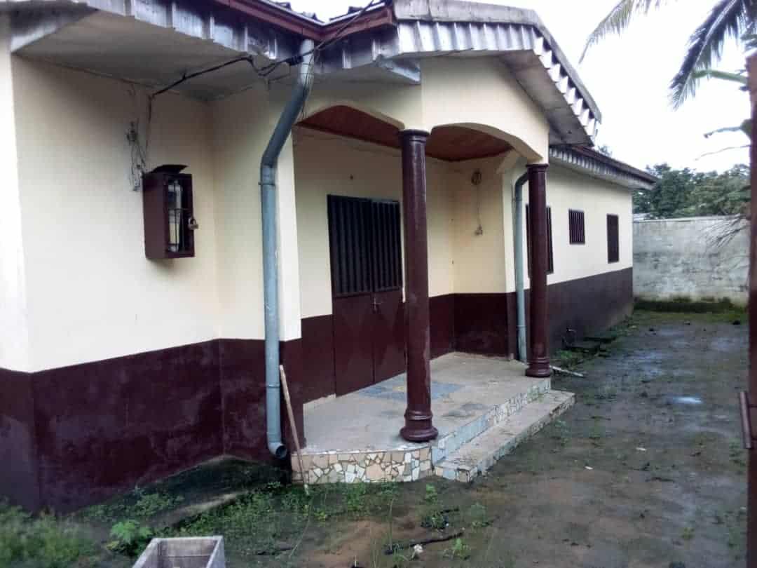 Maison (Villa) à vendre - Douala, Logbessou I, Sodikombo - 1 salon(s), 4 chambre(s), 3 salle(s) de bains - 22 000 000 FCFA