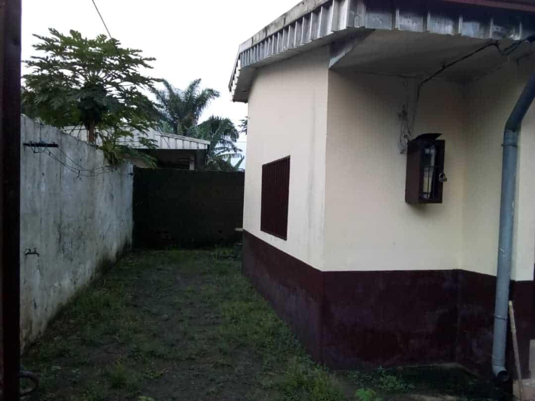 House (Villa) for sale - Douala, Logbessou I, Sodikombo - 1 living room(s), 4 bedroom(s), 3 bathroom(s) - 22 000 000 FCFA / month
