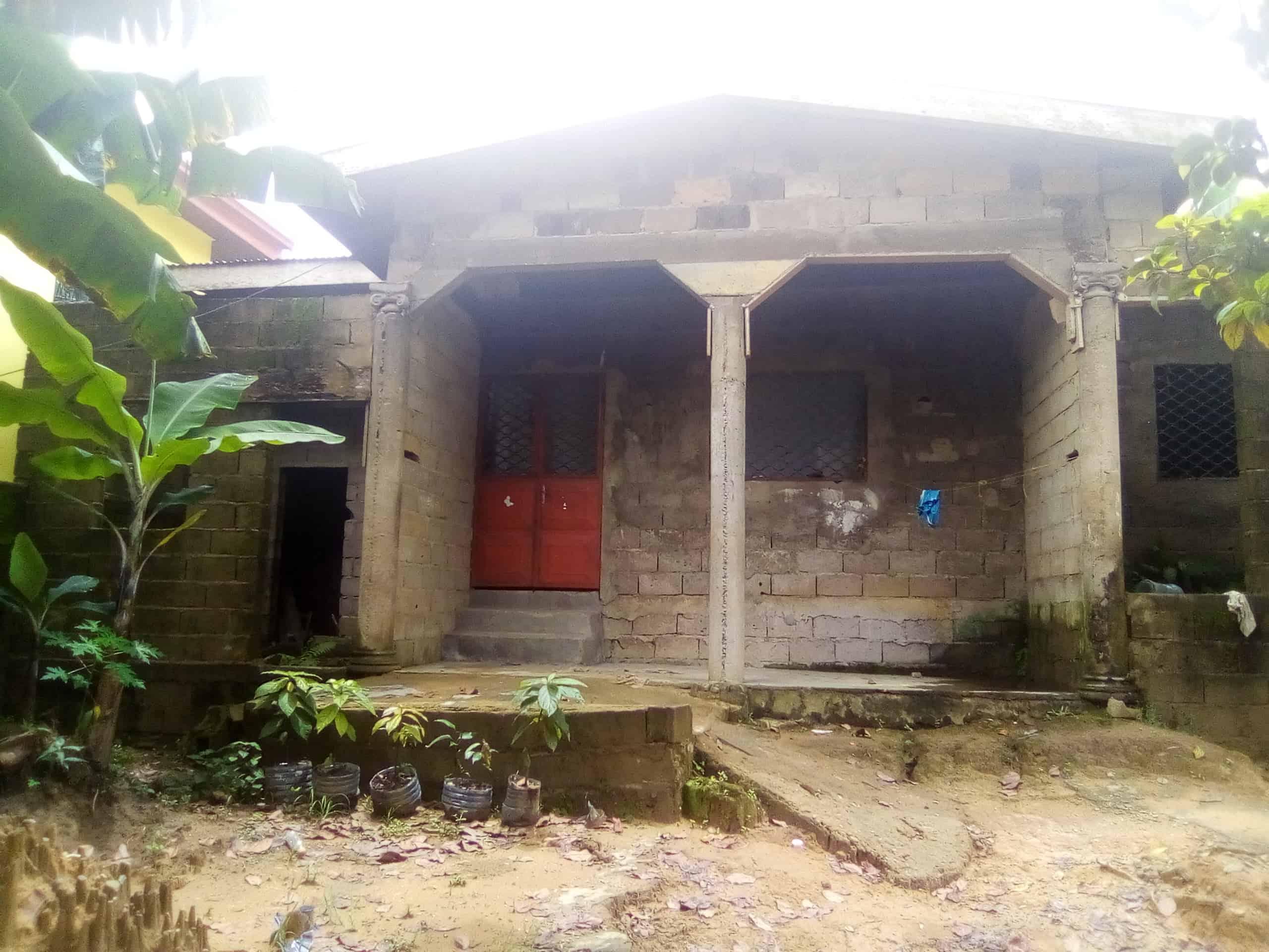 Maison (Villa) à vendre - Douala, Logpom, Bangos - 1 salon(s), 3 chambre(s), 2 salle(s) de bains - 13 000 000 FCFA