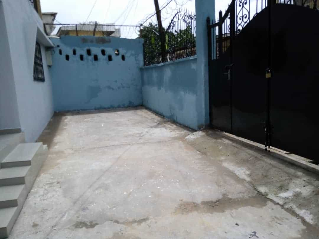 House (Villa) to rent - Douala, Deido, Ver 3boutique - 1 living room(s), 3 bedroom(s), 2 bathroom(s) - 250 000 FCFA / month