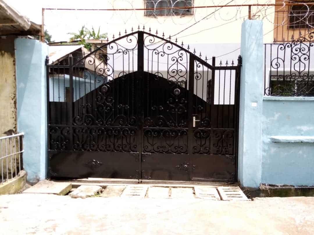 House (Villa) to rent - Douala, Deido, Ver 3boutique - 1 living room(s), 3 bedroom(s), 2 bathroom(s) - 250 000 FCFA / month