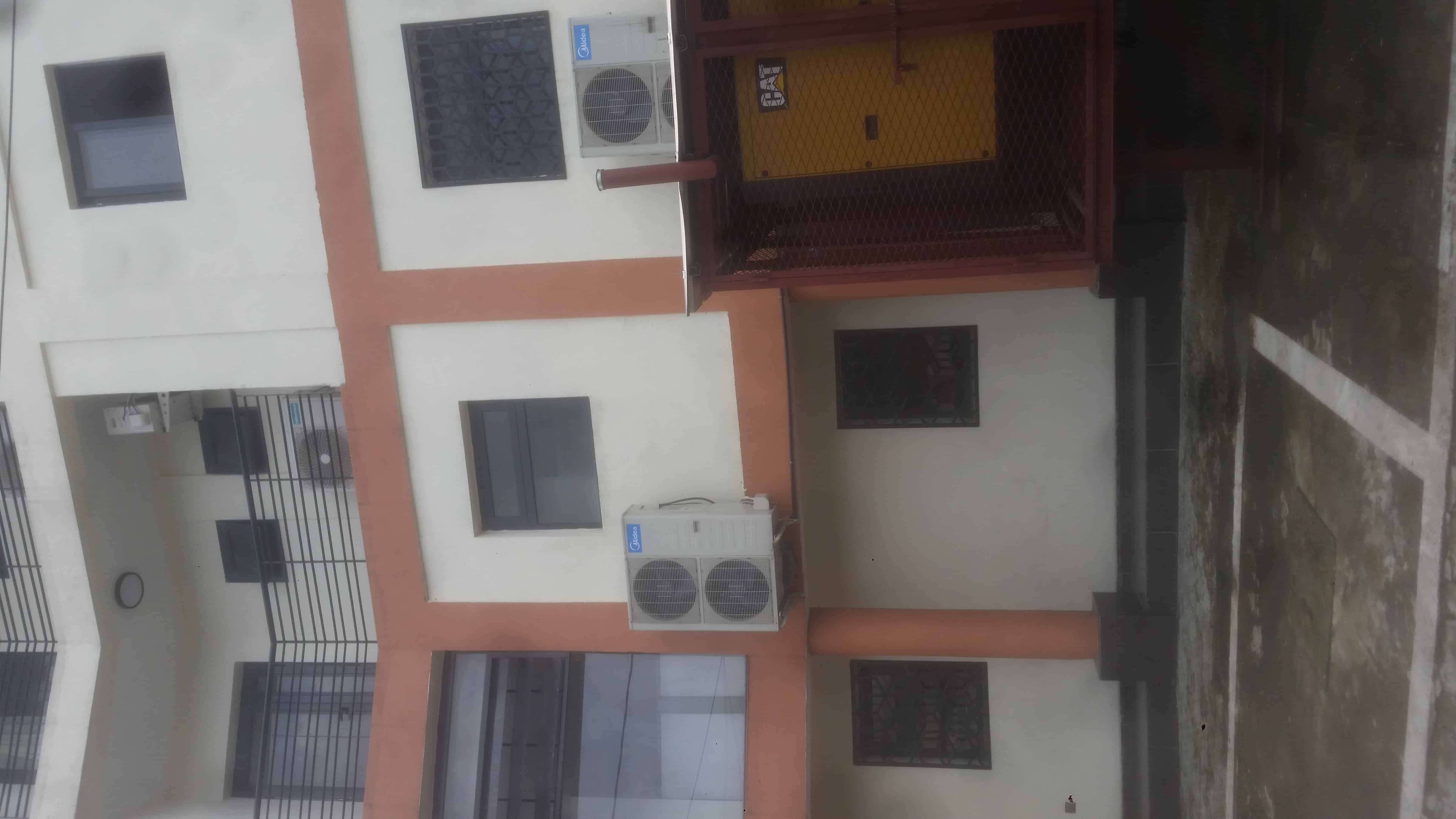 Apartment to rent - Douala, Bali, brasserie - 1 living room(s), 3 bedroom(s), 2 bathroom(s) - 400 000 FCFA / month
