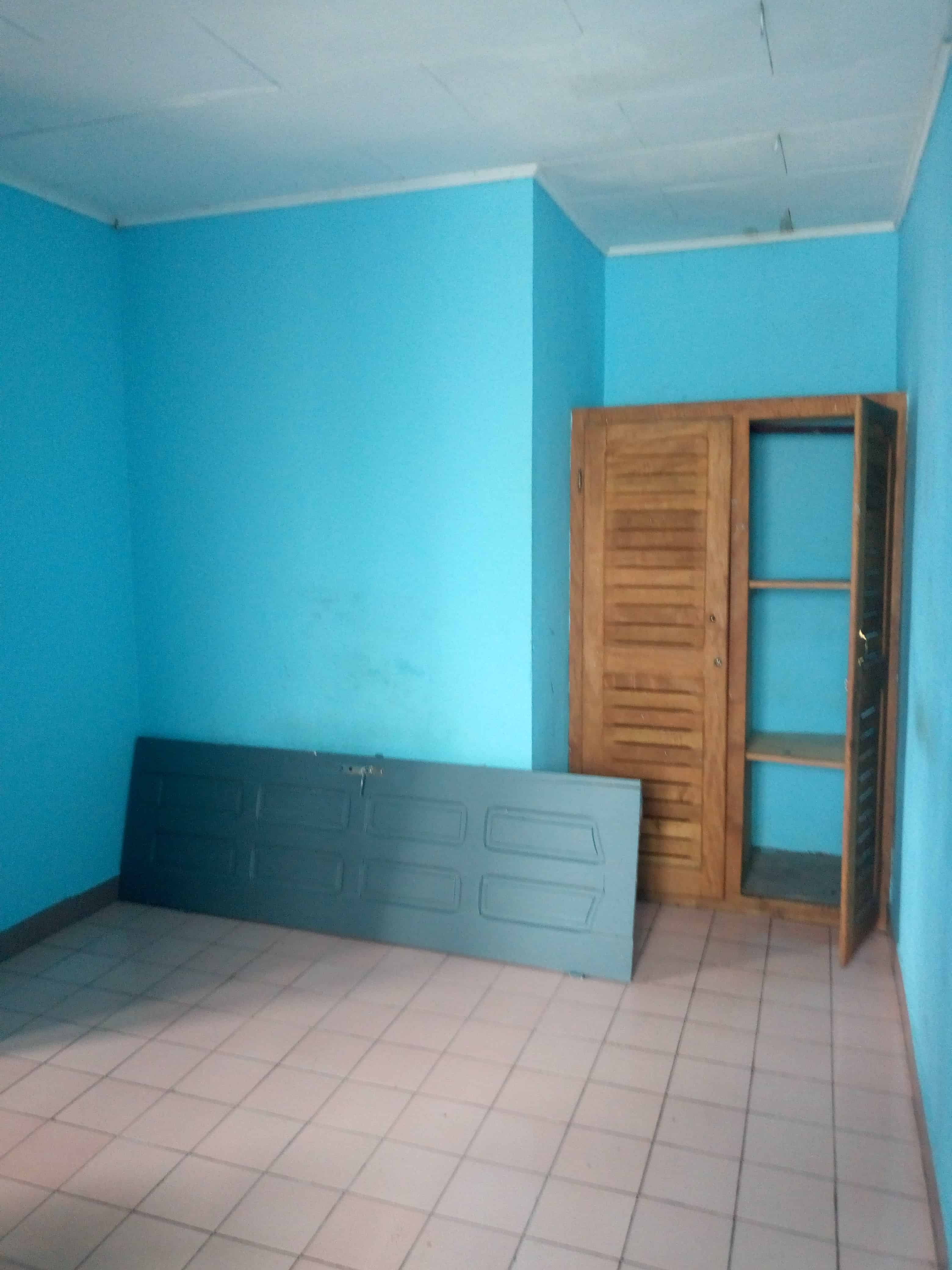 Apartment to rent - Douala, Makepe, Rond pauleng - 1 living room(s), 1 bedroom(s), 1 bathroom(s) - 60 000 FCFA / month
