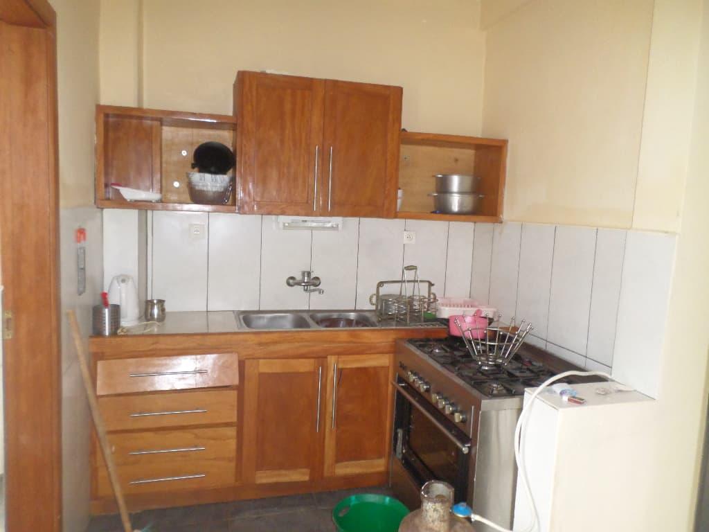 Apartment to rent - Yaoundé, Bastos, pas loin du rond point - 1 living room(s), 2 bedroom(s), 3 bathroom(s) - 350 000 FCFA / month