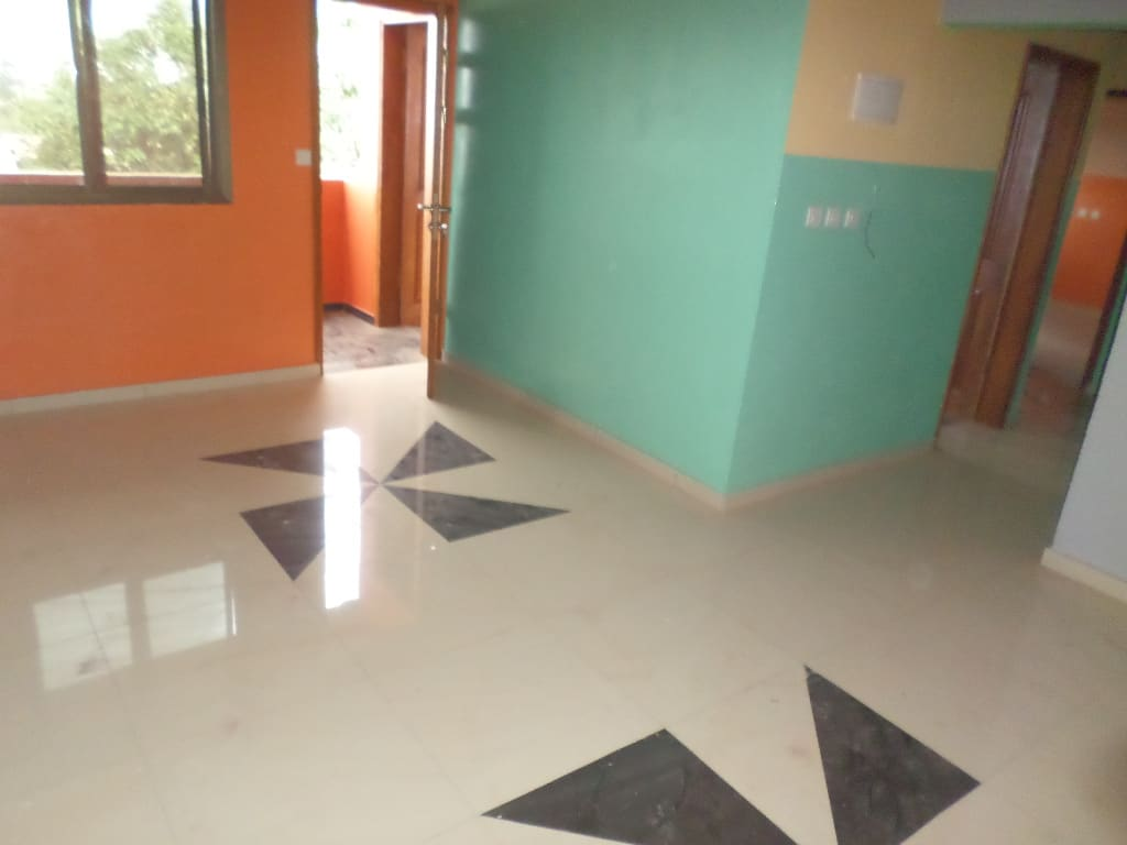 Apartment to rent - Yaoundé, Emana, pas loin de la presidence - 1 living room(s), 2 bedroom(s), 2 bathroom(s) - 170 000 FCFA / month