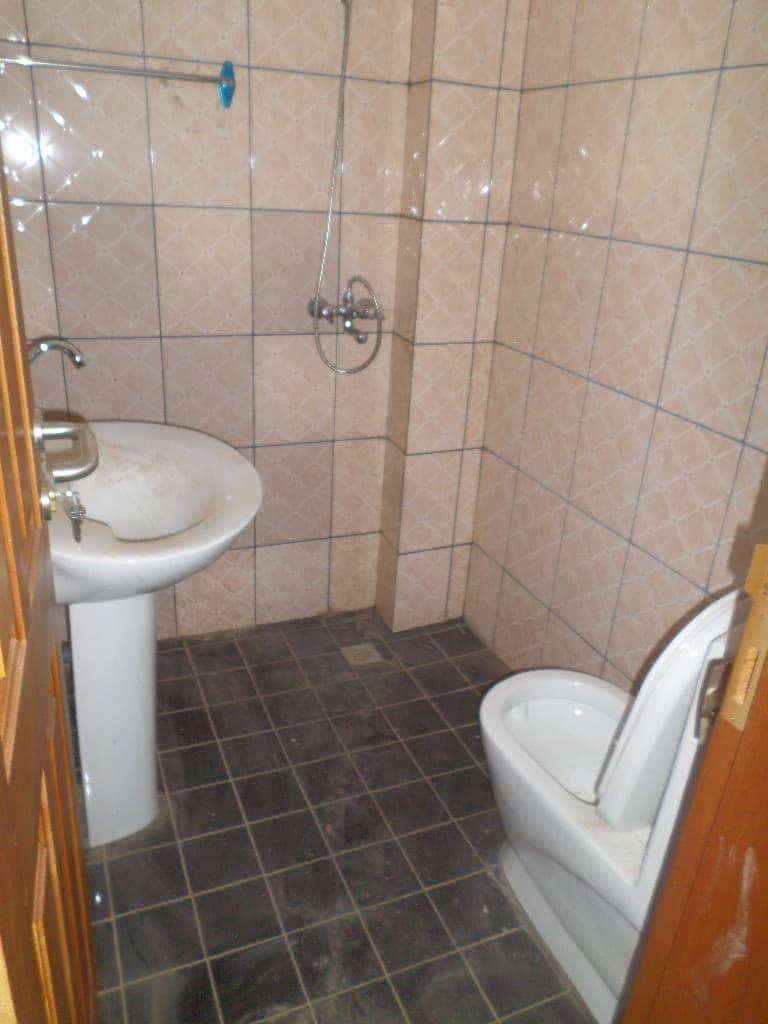 Apartment to rent - Yaoundé, Emana, pas loin de la presidence - 1 living room(s), 2 bedroom(s), 2 bathroom(s) - 170 000 FCFA / month