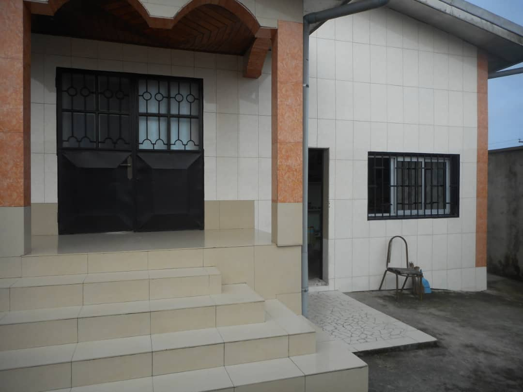 House (Villa) for sale - Douala, Yassa, Basse chinoise - 1 living room(s), 4 bedroom(s), 3 bathroom(s) - 40 000 000 FCFA / month