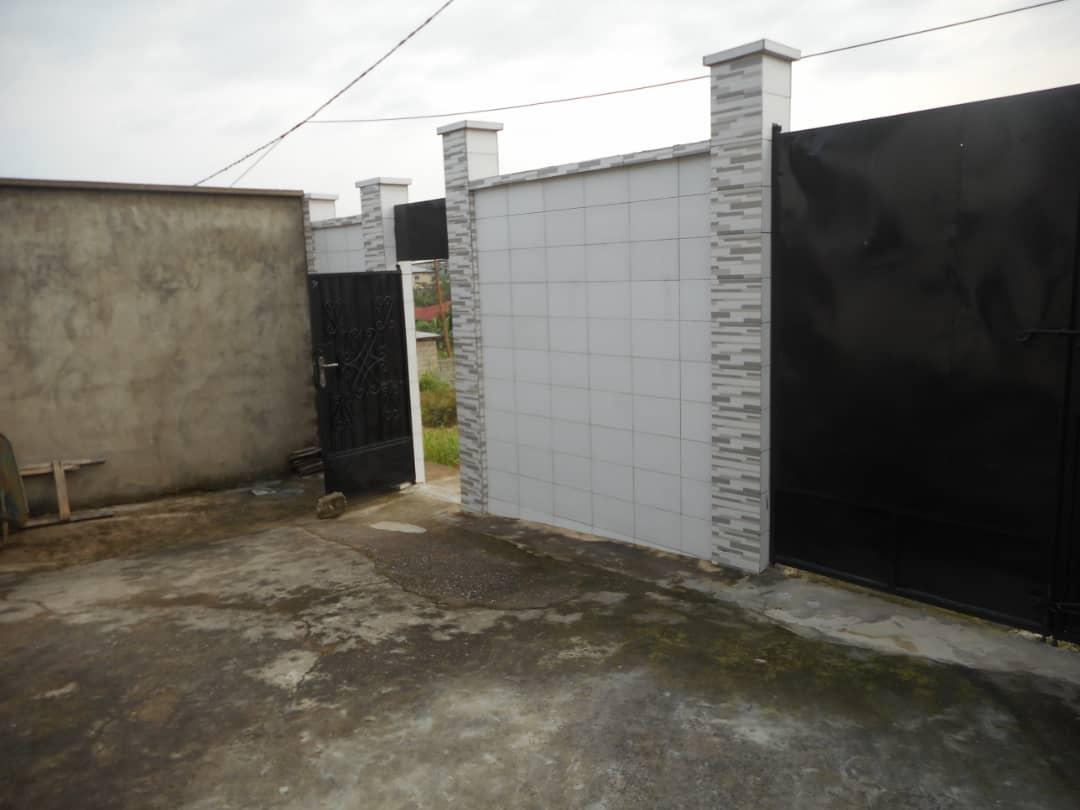 House (Villa) for sale - Douala, Yassa, Basse chinoise - 1 living room(s), 4 bedroom(s), 3 bathroom(s) - 40 000 000 FCFA / month
