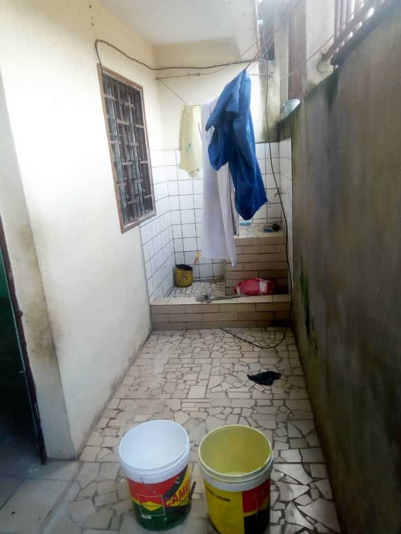Apartment to rent - Douala, Ndogbong, Ver citadelle - 1 living room(s), 1 bedroom(s), 1 bathroom(s) - 60 000 FCFA / month