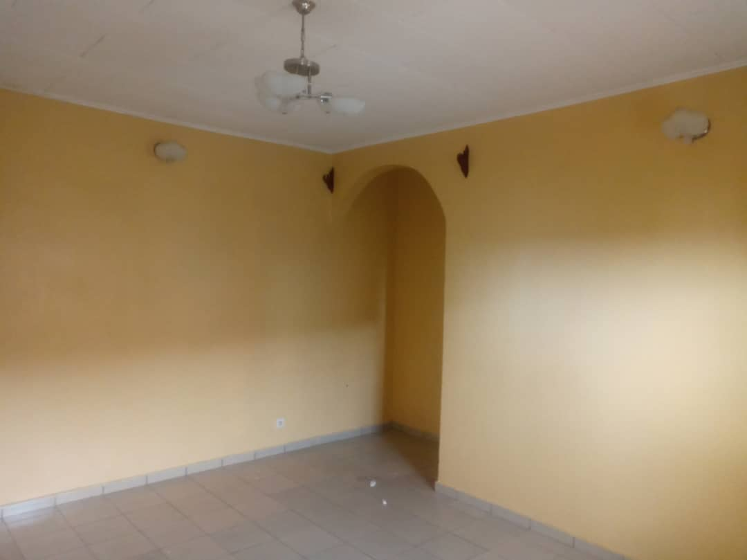 Apartment to rent - Douala, Kotto, Ver la station Neptune - 1 living room(s), 1 bedroom(s), 1 bathroom(s) - 70 000 FCFA / month