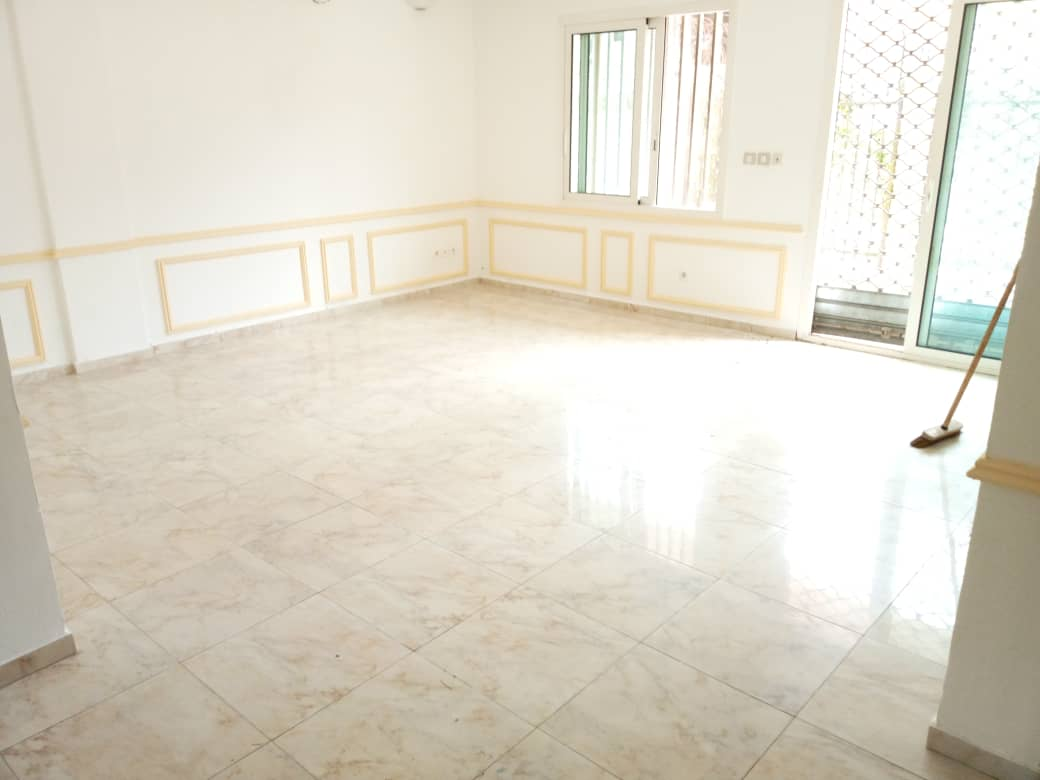 Apartment to rent - Douala, Bonapriso, Zone calme - 1 living room(s), 1 bedroom(s), 1 bathroom(s) - 400 000 FCFA / month