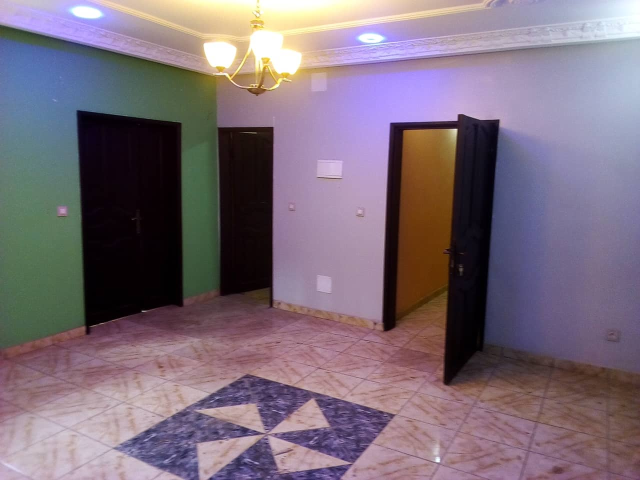 Apartment to rent - Yaoundé, Mfandena, pas loin de titi garage - 1 living room(s), 2 bedroom(s), 1 bathroom(s) - 200 000 FCFA / month