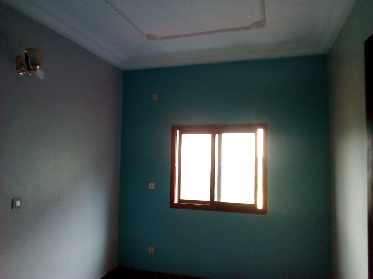 Apartment to rent - Yaoundé, Mfandena, pas loin de titi garage - 1 living room(s), 2 bedroom(s), 1 bathroom(s) - 200 000 FCFA / month