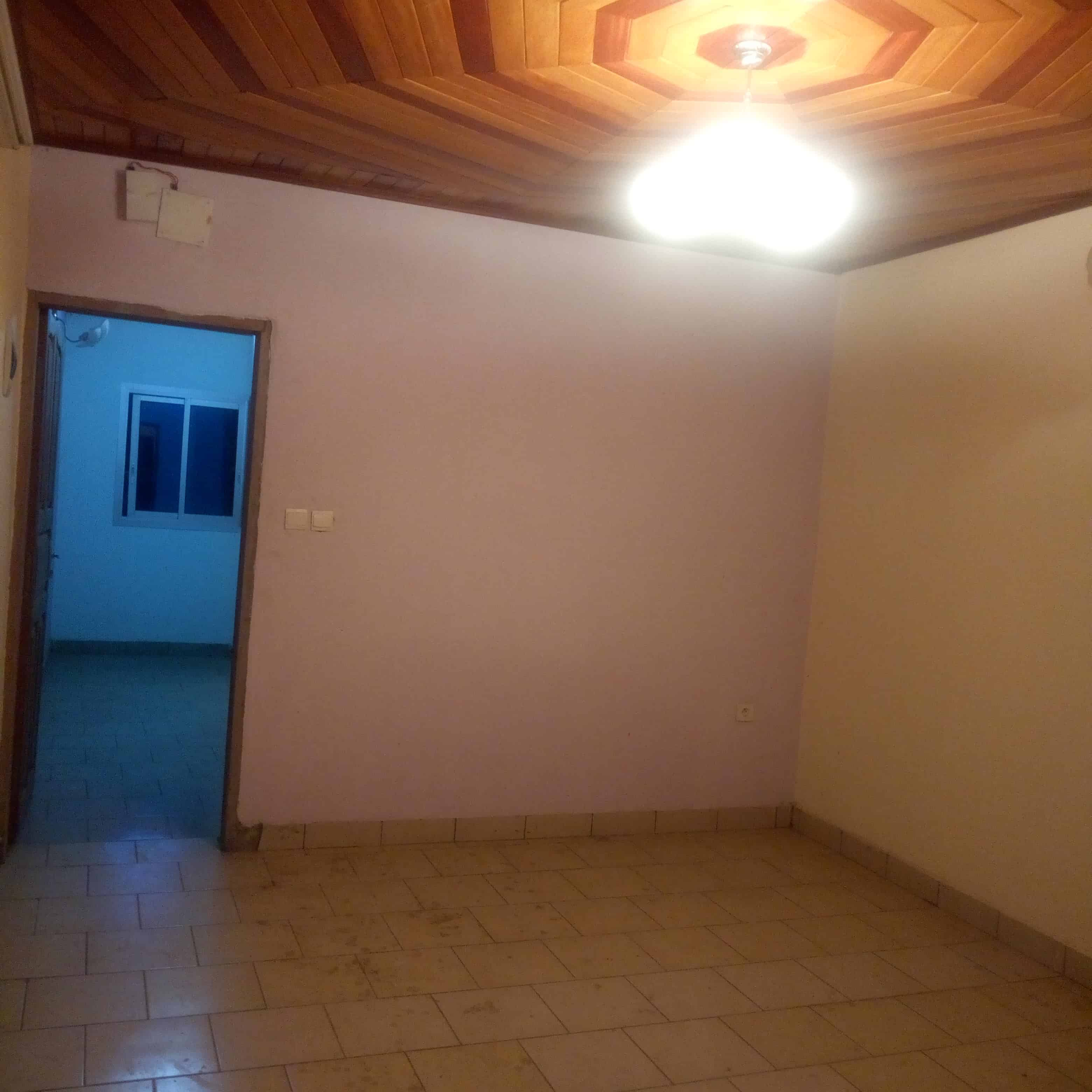 Apartment to rent - Douala, Makepe, Rond pauleng - 1 living room(s), 2 bedroom(s), 1 bathroom(s) - 70 000 FCFA / month