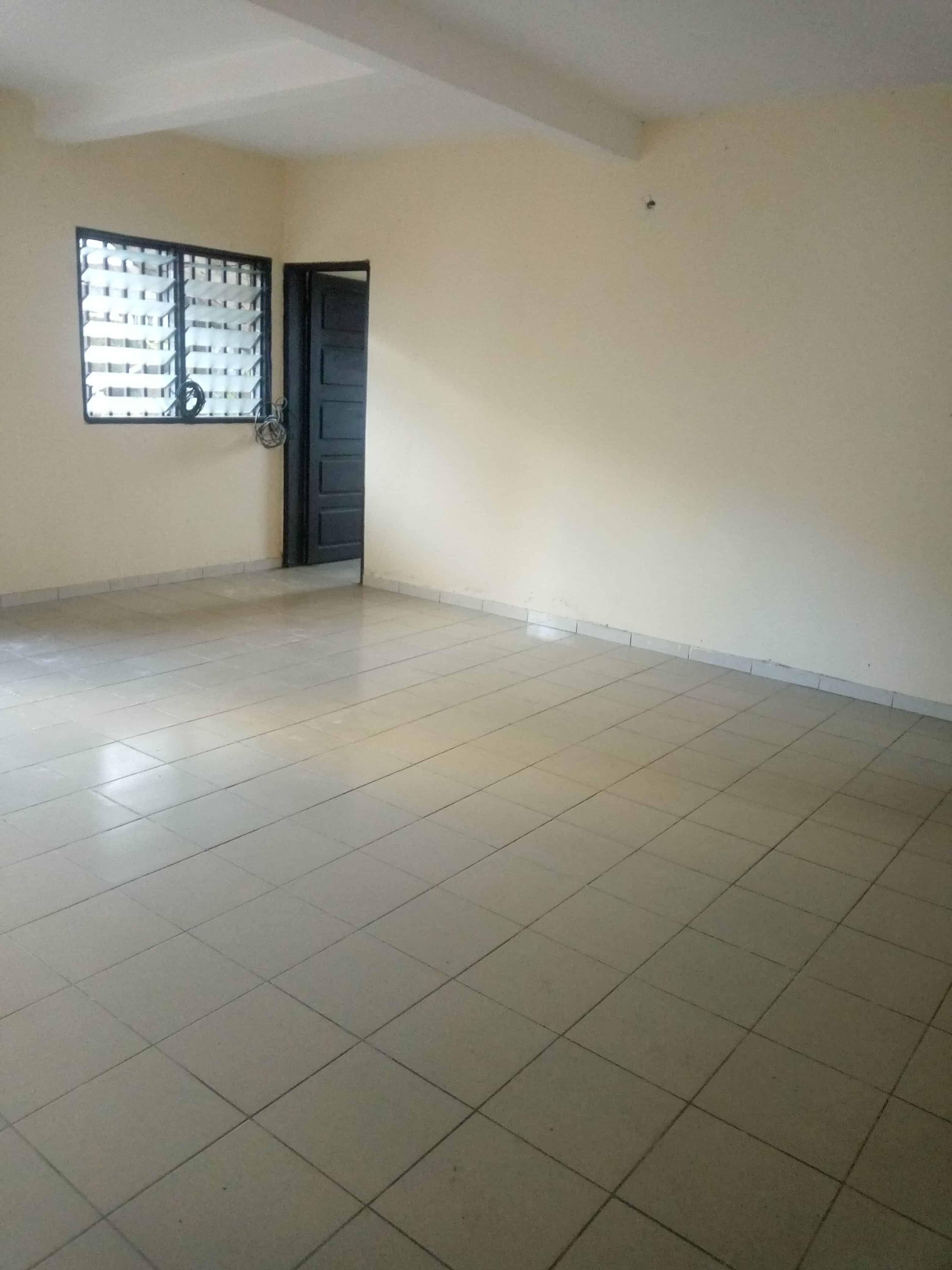 Apartment to rent - Douala, Makepe, Rond pauleng - 1 living room(s), 2 bedroom(s), 1 bathroom(s) - 75 000 FCFA / month