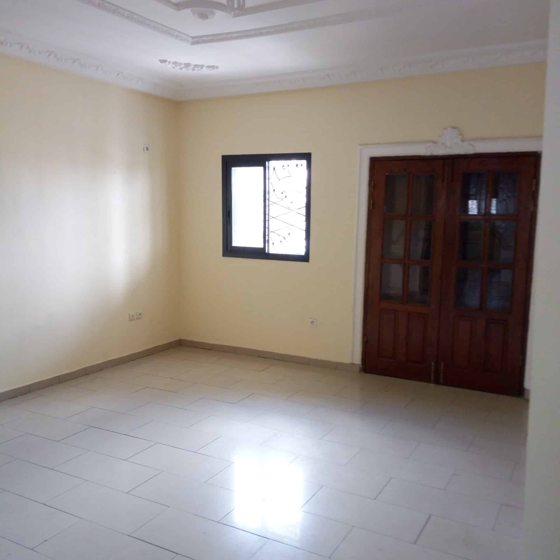 Apartment to rent - Douala, Logpom, Ver carrefour express - 1 living room(s), 1 bedroom(s), 1 bathroom(s) - 100 000 FCFA / month