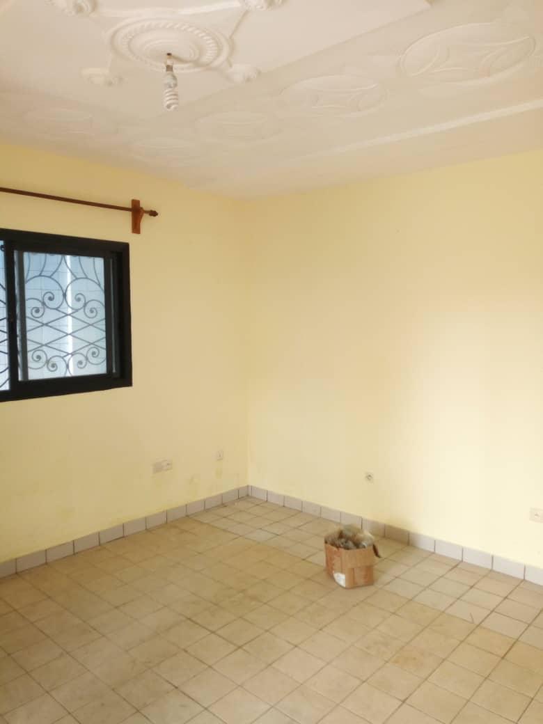Appartement à louer - Douala, Logpom, Vet carrefour express - 1 salon(s), 1 chambre(s), 1 salle(s) de bains - 80 000 FCFA / mois