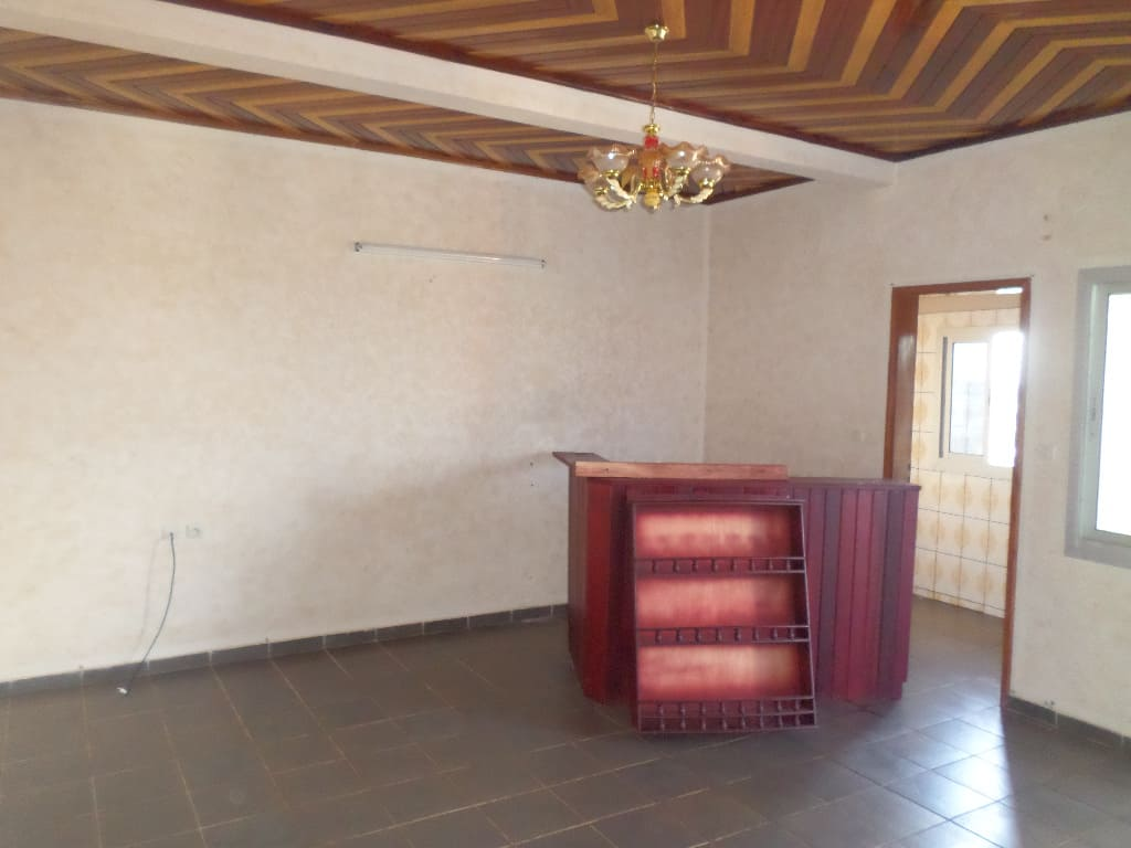 Apartment to rent - Yaoundé, Santa Barbara, pas loin de gulfin - 1 living room(s), 1 bedroom(s), 1 bathroom(s) - 105 000 FCFA / month
